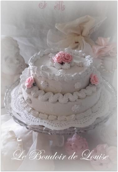 Le Boudoir de Louise (Gâteau chantilly et roses en plâtre shabby