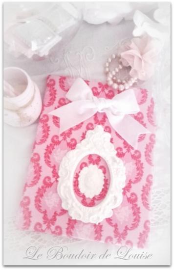 Le Boudoir de Louise ( Tableau avec tissu Tilda, cadre et camée en plâtre)