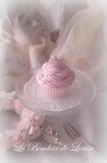 Le Boudoir de Louise Gourmandises (Cupcake chantilly torsadée et perles en plâtre shabby)
