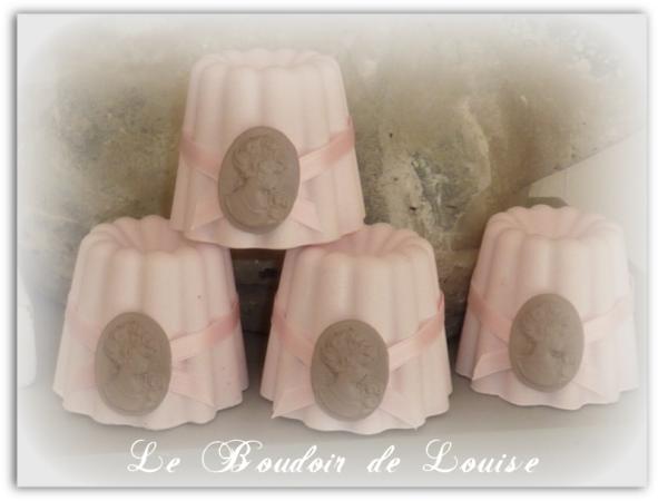 Le Boudoir de Louise (Cannelé avec nœud et camée)