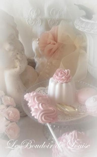 Le Boudoir de Louise (Cannelé et sa rose en plâtre)