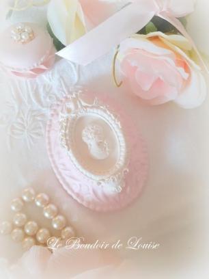 Le Boudoir de Louise (Gourmandises en plâtre shabby et ornement)