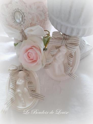 Le Boudoir de Louise (médaillon ange en plâtre shabby)