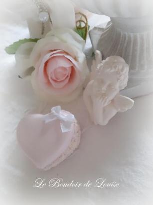 Le Boudoir de Louise (Gourmandises en plâtre shabby) Macaron cœur fleuri